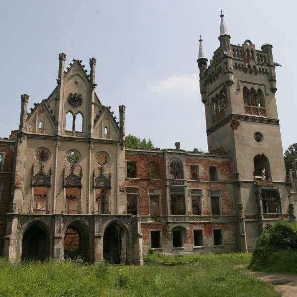 Pałac w Kopicach po wielu latach dewastacji ma być wreszcie odrestaurowany. Końcowy efekt mamy zobaczyć za siedem lat.