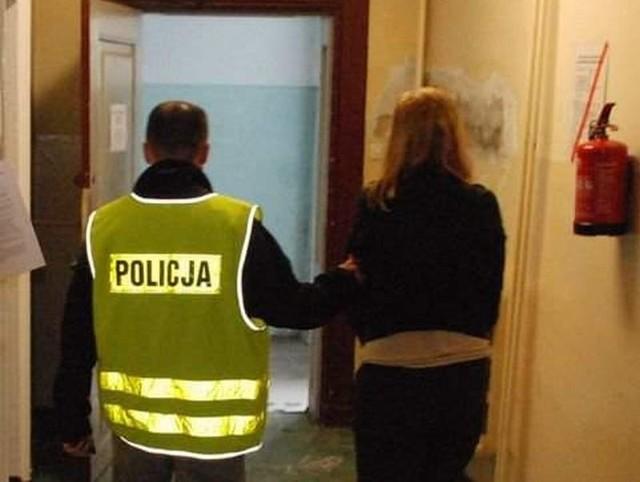 Kobieta została zatrzymana przez policję. Jej narzeczony też