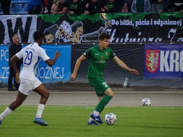 Stal Stalowa Wola (na zielono) pokonała na wyjeździe Karpaty Krosno 2:0 w półfinale Pucharu Polski na szczeblu woj. podkarpackiego