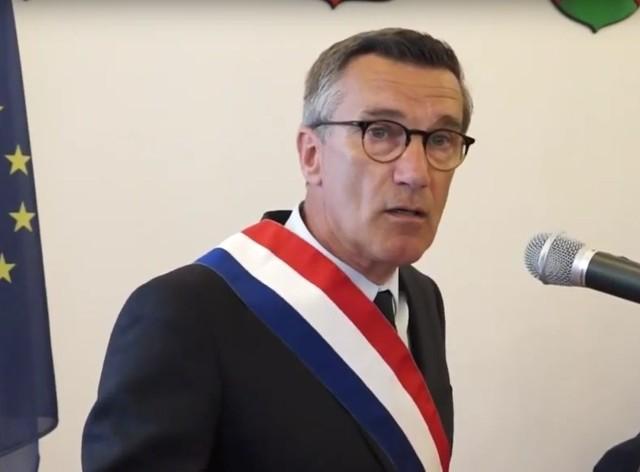 Burmistrz miasta Estaires Bruno Ficheux podczas wizyty w Wieluniu latem 2017 r.
