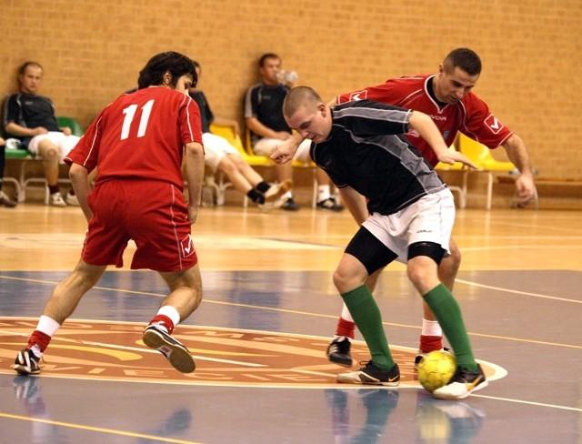 W meczu Team Chełmno (czerwone stroje) z LMP Grudziądz padło aż 25 goli. Chełmnianie wygrali 13:12.