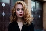 Makijaż na święta. Brokat, metaliczne cienie, czerwona kreska - najpiękniejsze trendy w makijażu świątecznym [ZDJĘCIA]