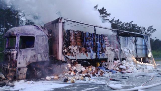 Pożar samochodu ciężarowego na trasie S8 w okolicy MOP Paprotnia koło Zduńskiej Woli. CZYTAJ DALEJ NA NASTĘPNYM SLAJDZIE