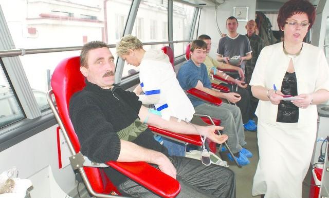Janusz Matusiak z OSP Wola Skarbkowa na akcję oddawania krwi zabrał dwóch synów.