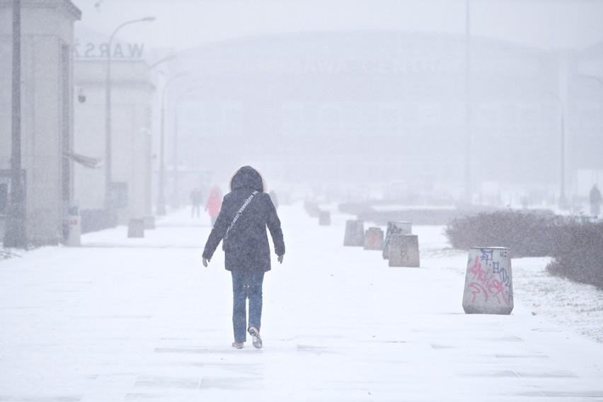 Atak zimy w Warszawie i na Mazowszu. Intensywne opady śniegu...