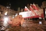 Spalone portrety i świńskie ryje na manifestacji narodowców. Tak uczcili ofiary stanu wojennego