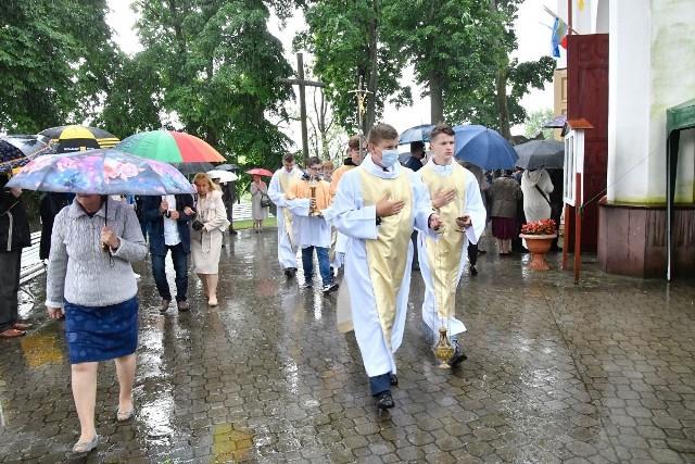 Niewodnica Kościelna. Na uroczystości odpustowe ku czci św. Antoniego przybyli wierni z całej Archidiecezji Białostockiej