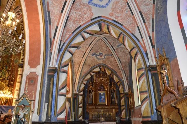 Niezwykłej urody polichromia w kościele Matki Bożej Szkaplerznej autorstwa Adama Stalony – Dobrzańskiego uznawana jest za arcydzieło sakralnej sztuki zdobniczej, będzie konserwowana zgodnie z zaleceniami konserwatora zabytków