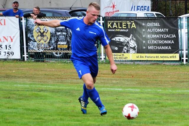 Piotr Klimczyński wypracował drugą bramkę dla Niwy Nowa Wieś w jej meczu przeciwko Chełmkowi