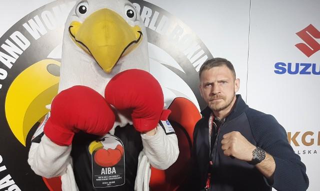 Grzegorz Proksa, znany polski bokser, młodzieżowy mistrz świata WBC i IBF w wadze średniej, z zainteresowaniem śledzi walki najlepszych młodych bokserów świata.
