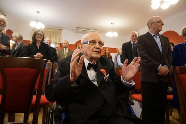 Prof. Jerzy Albrycht odznaczony Krzyżem Oficerskim