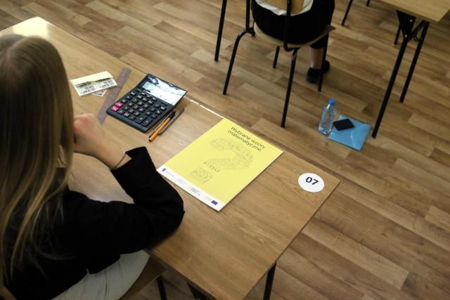 Matura 2021: Język angielski poziom rozszerzony: ARKUSZE CKE, Pytania + Odpowiedzi, Klucz. Co było na rozszerzonej maturze z angielskiego?