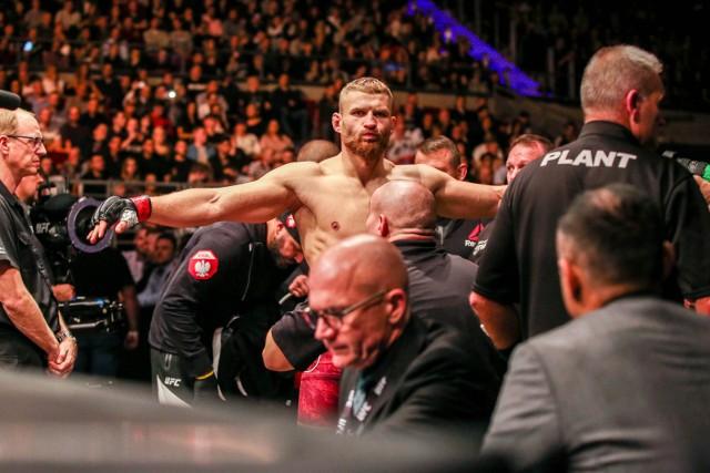 Jan Błachowicz znokautował w drugiej rundzie wyżej rozstawionego Amerykanina Dominicka Reyesa. Dzięki temu pierwszy raz Polak został mistrzem UFC.