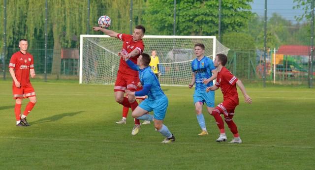 Gracze Sokoła Nisko (na czerwono) nie byli w stanie zaskoczyć kolbuszowskiego Sokoła