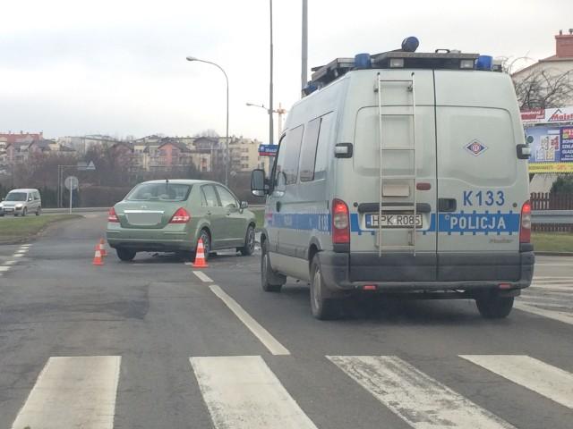 Ok godz.11 na ul. Niepodległości w Rzeszowie zderzyły się dwa samochody osobowe. Ranne w wypadku zostały dwie kobiety. Zostały przewiezione do szpitala. ZOBACZ TEŻ: Dramatyczny wypadek na obwodnicy Przemyśla. Kierowca opla spadł z wiaduktu