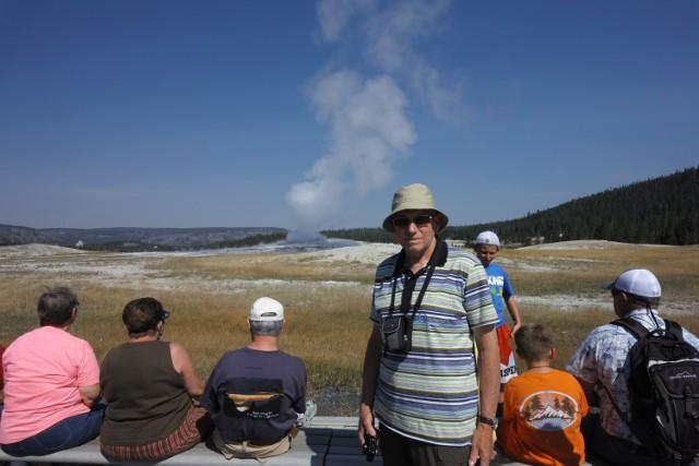 Przy gejzerze w Yellowstone National Park, USA, sierpień 2013
