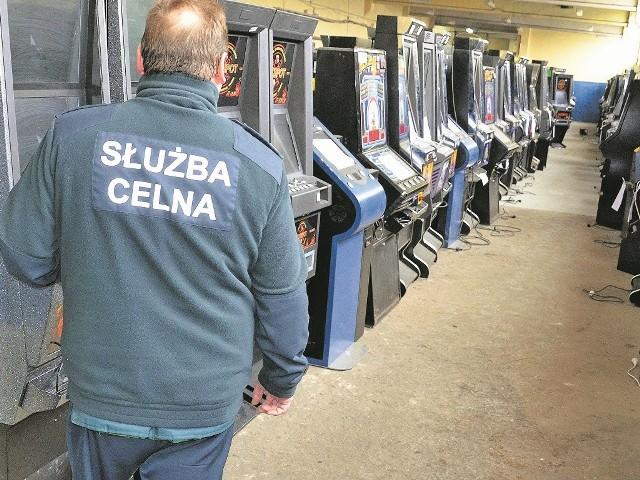 W 2013 roku w regionie celnicy zabezpieczyli 225 automatów, a od stycznia tego roku zatrzymali ich ponad trzy razy więcej.