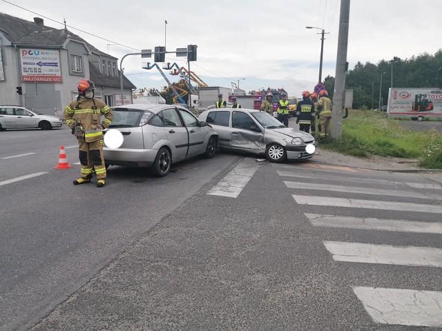 Powiadomienie o zderzeniu samochodów osobowych na DK 25 w podbydgoskiej Brzozie wpłynęło do służb w sobotę (11 lipca) o godz. 12.52