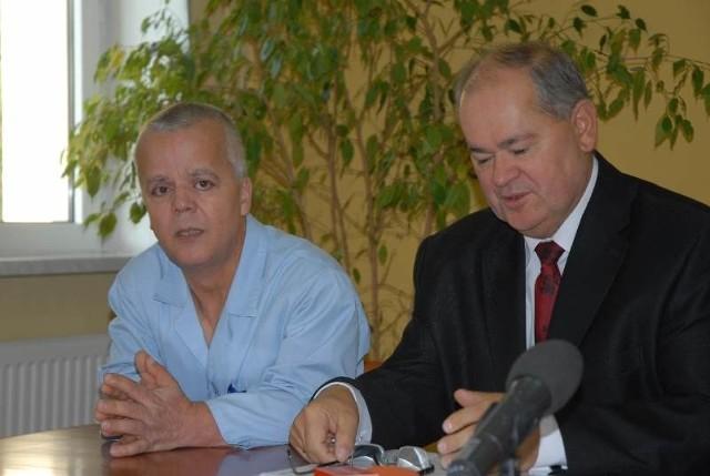 Szef chirurgii Khalil El Mohtar i dyr. szpitala Tadeusz Tofel zapewniają, że lekarze w szpitalu są już obłożeni dyżurami.