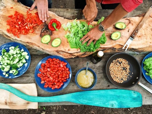 Dieta bogatoresztkowa powinna zawierać co najmniej 1 kg warzyw i owoców w codziennym menu