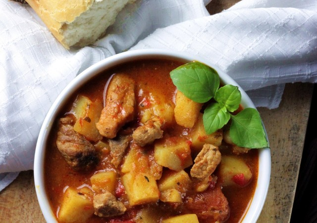 Zupa gulaszowa jest łatwa w przygotowaniu i bardzo smaczna. Zobaczcie przepisy naszych Czytelników.