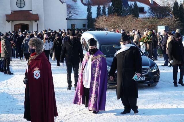 Były wiceprezydent Poznania Michał Parysek został pochowany na cmentarzu na Junikowie. Żegnała go rodzina, najbliżsi oraz dawni współpracownicy. Przejdź do kolejnego zdjęcia --->