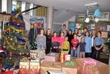 Uczniowie Szkoły Podstawowej nr 1 w Żninie przygotowali paczki dla 22 rodzin na święta [zdjęcia]