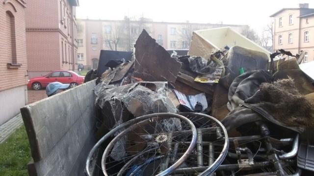 ZGM uprzątnął sterty spalonych przedmiotów z piwnic
