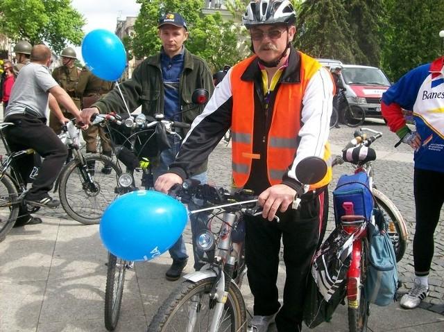 - Lubię jeździć rowerem i od lat aktywnie spędzam czas – mówi Kazimierz Strączewski z Radomia, który w sobotę przyszedł na festyn rowerowy na ulicę Żeromskiego w Radomiu.