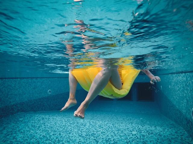 Zobacz, tym paskudztwem możesz się zarazić na basenach i kąpieliskach!