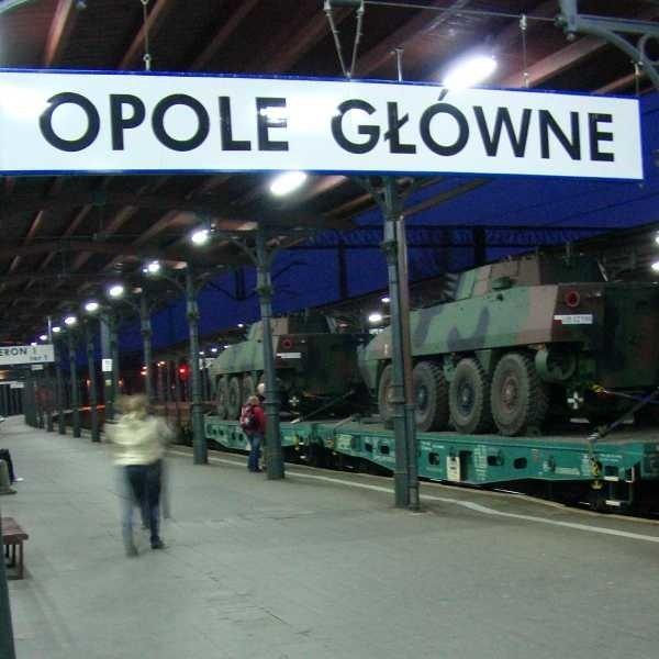 Militarny skład zatrzymał się w Opolu po drodze z Bielska do Świętoszowa.