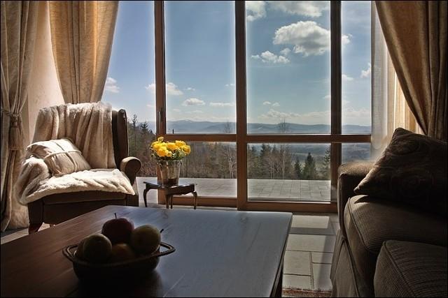 Luksusowy apartamentApartament z pięknym widokiem. Takich ofert nie brakuje, ale ich ceny sięgają kilku milionów złotych.