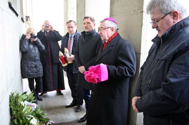Przed Konsulatem Belgii w Gdyni złożono w środę kwiaty