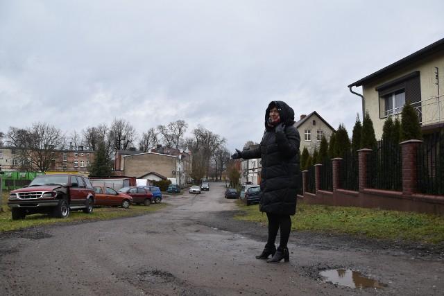 - Nareszcie mieszkańcy doczekają się tu asfaltu - mówi Grażyna Gradowska, sekretarz gminy.