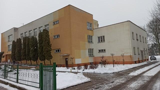 """Szkoła Podstawowa nr 13 przy ul. Sikorskiego w Grudziądzu jest jedną z dwóch w mieście o statusie """"specjalnej"""". W ocenie władz Grudziądza jej dalsze funkcjonowanie nie jest już zasadne. Jeśli zostanie zlikwidowana powstać tu ma Centrum Senioralne"""