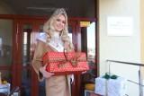 Miss Roksana Karolak wręczała prezenty w Domu Samotnej Matki. Prezenty rozwozili także mikołaje na motocyklach ZDJĘCIA