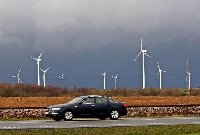 W sumie kontrolerzy NIK zbadali też 410 procedur administracyjnych dotyczących lokalizowania elektrowni wiatrowych.
