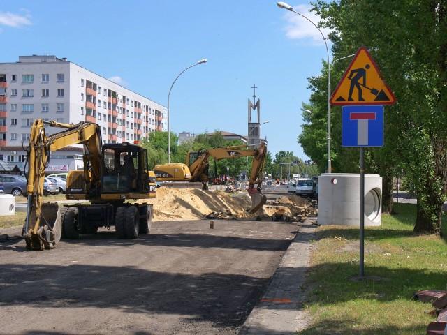 Prace na ulicy Popiełuszki utrudniają mocno ruch pojazdów, potrwają jeszcze kilka miesięcy, do listopada