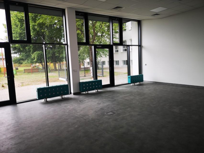 Szkoła uzyskała m.in. 11 sal dydaktycznych, plac zabaw,...