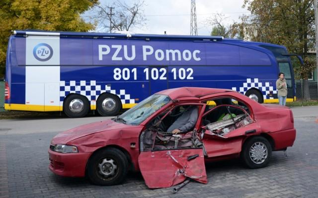 PZU przypomina, że pomocą klientom służy również infolinia 801 102 102, gdzie mogą np. zgłosić szkodę, wezwać pomoc drogową, zawrzeć albo przedłużyć niektóre polisy.