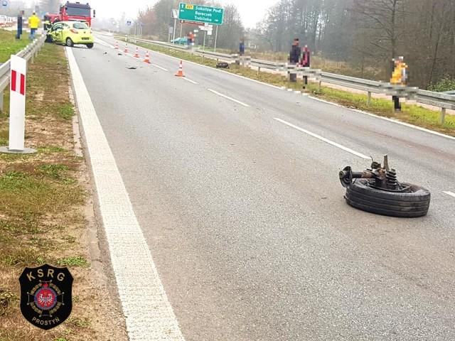 Wypadek na dw. 627 w Treblince. Samochód osobowy zderzył się z busem, 25.10.2019