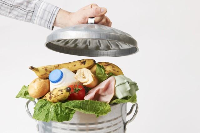 Poznaj sposoby, które pozwolą Ci zminimalizować ilość wyrzucanego jedzenia.Zobacz kolejne slajdy, przesuwając zdjęcia w prawo, naciśnij strzałkę lub przycisk NASTĘPNE.