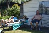Po wiosennych pracach przyszedł czas na letni relaks. Działkowcy wypoczywają na pięknych i wypielęgnowanych ogródkach