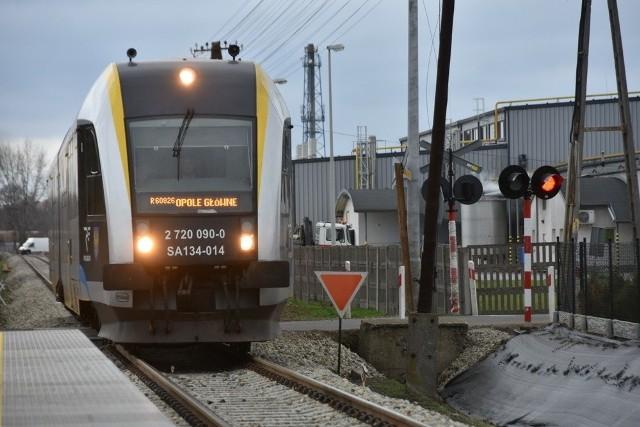 Zmodernizowana linia kolejowa Opole-Nysa. Obecnie nie wiadomo, czy będą pieniądze na podobne prace na liniach Opole-Kluczbork i Nysa-Brzeg.