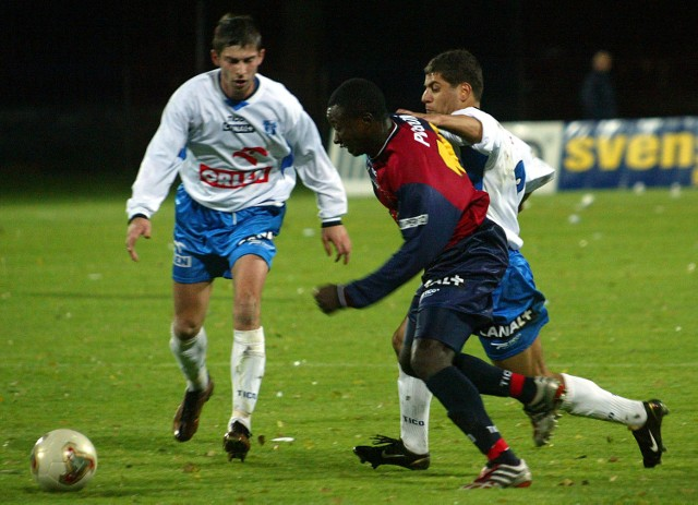 Ferdinand Chi-Fon jeszcze niedawno czarował kibiców na stadionie Pogoni przy ul. Twardowskiego. Teraz umiejętności Kameruńczyka będą mogli podzieiwiać kibice Regi-Meridy Trzebiatów.