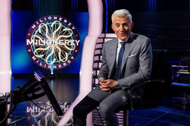 Teleturniej Milionerzy emitowany jest na antenie TVN od poniedziałku do czwartku. Prowadzącym program jest Hubert Urbański.