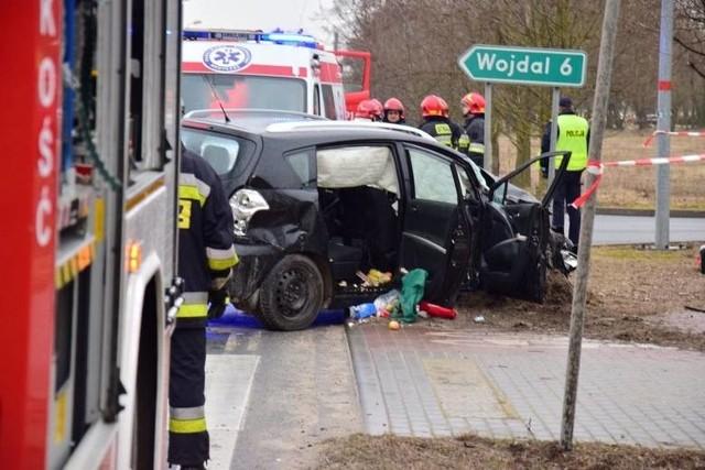 Migawka z wypadku, do którego doszło na skrzyżowaniu ulic Barcińskiej, Krzyżanowskiego i Cmentarnej w Pakości.