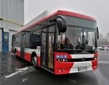 Autobusy elektryczne z Autosanu będą jeździć w Częstochowie. Halę produkcyjną sanockiej fabryki opuściły pierwsze pojazdy [ZDJĘCIA]