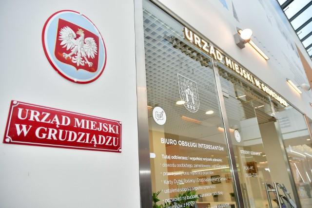 Punkt Miejski w Alfie w Grudziądzu zyskał dwa urzędnicze stanowiska. Mieszkańcy mogą tu pobrać wiele wniosków i wypełnić je z pomocą pracowników Ratusza.