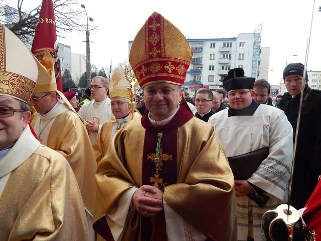 Bp Tadeusz Lityński udzielił dyspensy od uczestnictwa w niedzielnej mszy świętej.